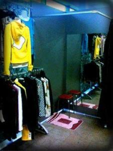Оборудование для продажи одежды фото. Модульная торговая система Джокер