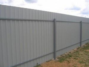 Заборы из профильного металлического листа в Самаре и самарской области фото