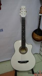 Фото гитары и струны для гитар