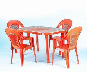 Фото пластмассовая мебель стулья и столы