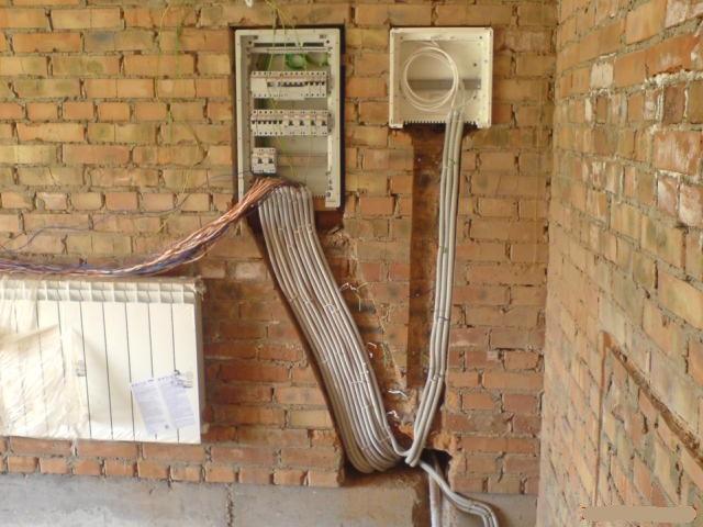 Фото электропроводки в кирпичном доме