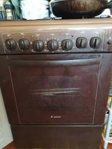 На фото кухонная плита GEFEST 4 конфорки газовые, духовка электрическая