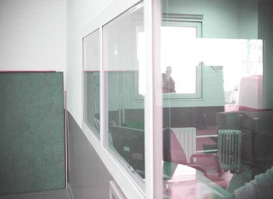 На фото противопожарные окна и перегородки